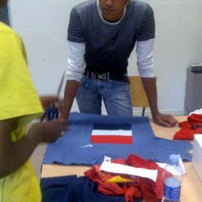 lab con ragazzi a San Polo Brescia - inserti identitati su t-shirt